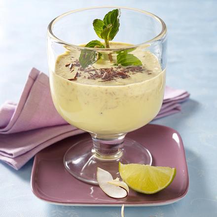 Kokosmilch mit Maracujasaft und Schokoraspel Rezept