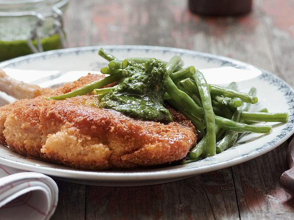 Kotelett mit Parmesankruste und Pesto Rezept