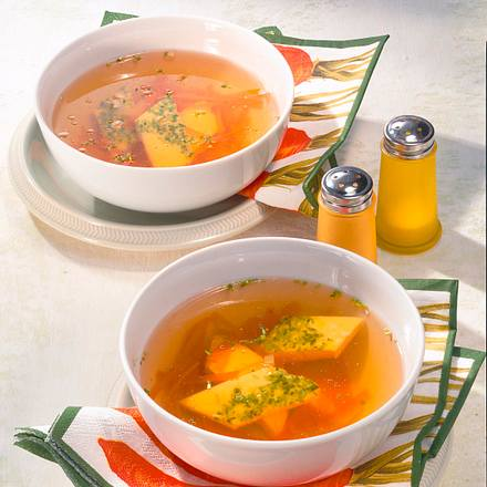 Kräftige Gemüsebrühe mit Möhren und Eierstich Rezept
