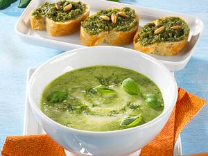 Kräuter-Creme-Suppe mit Pesto-Crostini Rezept