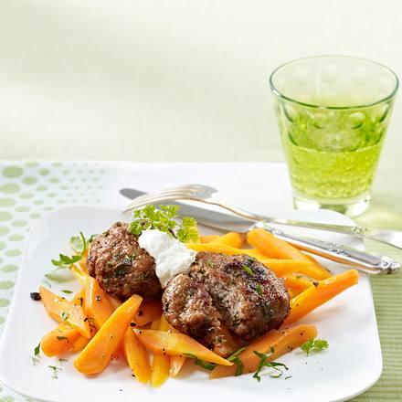 Kräuter-Frikadellen mit Möhren Rezept