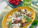 Kräuter-Hackbällchen auf Kartoffelsalat Rezept