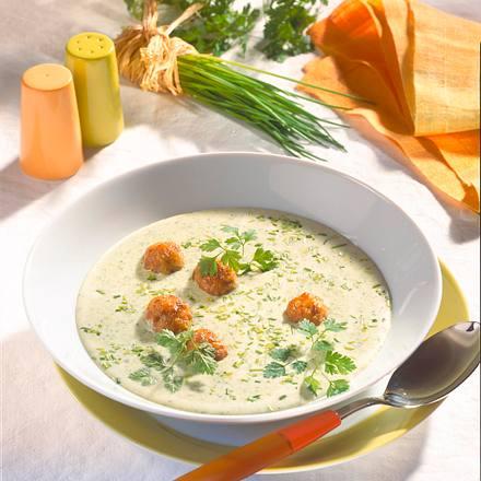 Kräuter-Rahmsuppe mit Mettklößchen Rezept