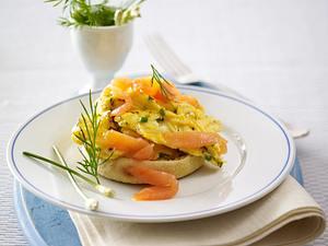 Kräuter-Rührei mit Lachs Rezept
