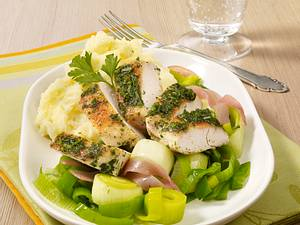 Kräuterhähnchen auf Porree-Schinken-Gemüse Rezept
