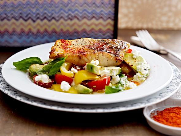 Krosses Zanderfilet mit Avocado-Hüttenkäse-Salat Rezept
