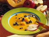 Kürbis-Apfel-Suppe (mit Fliederbeeren) Rezept