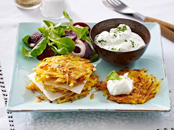 Kürbis-Kartoffel-Rösti mit Kräuterquark Rezept
