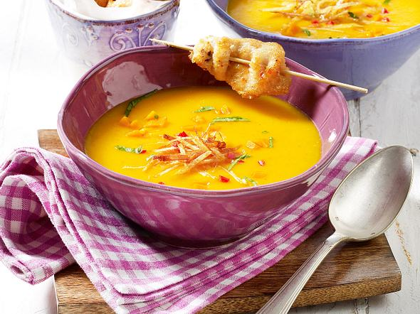 Kürbis-Kokos-Suppe und Hähnchenspieße Rezept