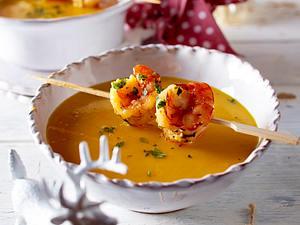 Kürbis-Kokos-Suppe mit Garnelenspieß Rezept