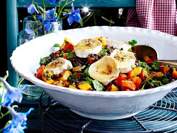 Kürbis-Linsen-Salat mit Ziegenkäse und Walnüssen Rezept