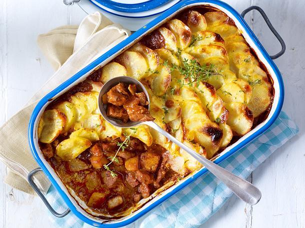 Kürbis-Schmorgulasch mit Kartoffelhaube Rezept