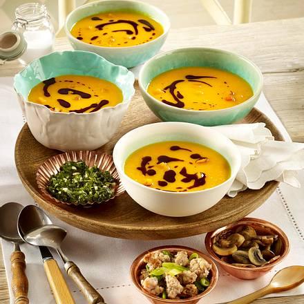 Kürbissuppe mit verschiedenen Einlagen Rezept