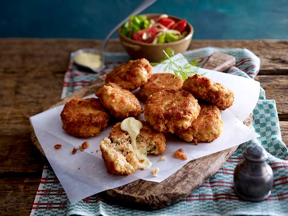 Lachs-Fishcakes mit Tomatensalat Rezept