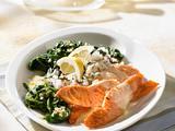 Lachs in Zitronensoße zu Spinat und Reis Rezept