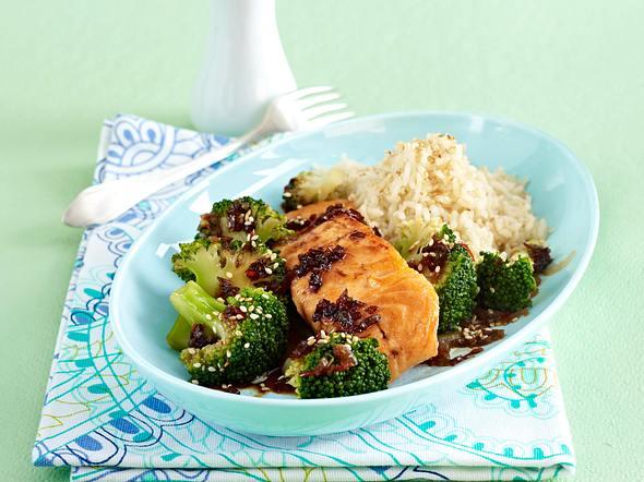 Lachs mit Asia-Brokkoli Rezept