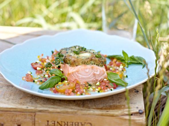 Lachs mit Frischkäsekruste und warmer Gemüsevinaigrette Rezept