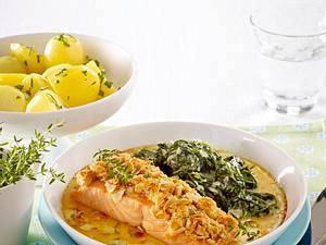 Lachs mit Mandelkruste und Spinat Rezept