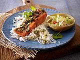 Lachs mit scharfer Haube zu Asia-Gurkensalat Rezept