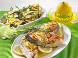 Lachs mit Zitronenbutter und Zucchinipäckchen Rezept