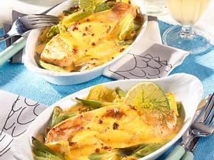 Lachsfilet auf Gemüsebett mit Limetten-Hollandaise Rezept