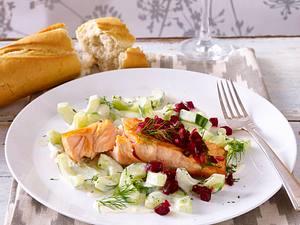 Lachsfilet mit Rote Bete-Salsa und Gurkengemüse Rezept