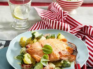 Lachsfilet zu Kartoffelsalat Rezept