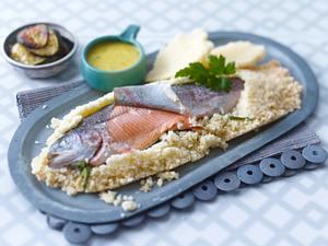 Lachsforelle in Salzkruste mit Zucchini und Orangen-grüner Pfeffer-Aioli Rezept