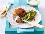 Lachsfrikadellen mit Wasabi-Crème-fraîche & Gurkensalat Rezept