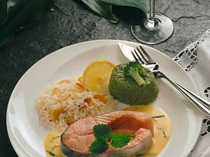 Lachskotelett mit Wermut-Hollandaise und Broccoliflan Rezept