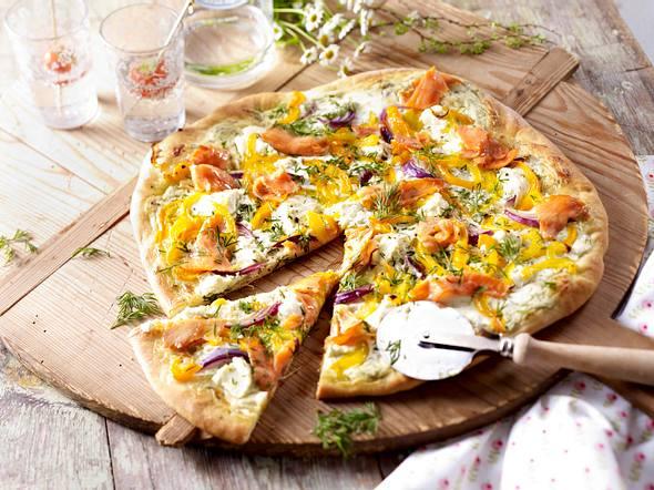 Lachspizza mit Dillcreme Rezept