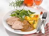 Lammkeule mit Kartoffelgratin und Grünen Bohnen Rezept