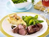 Lammlachse in Balsamicosoße zu Kartoffelgratin undd Zuckerschoten Rezept