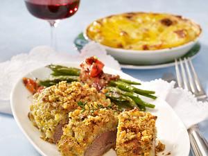 Lammlachse mit Oliven-Kräuterkruste zu Kartoffelgratin und grünen Bohnen Rezept