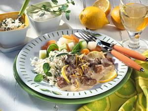 Lammragout in Joghurt-Zitronensoße mit Gemüse und Reis Rezept