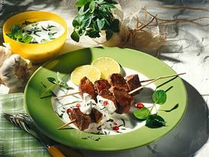 Lammspieße mit Joghurt-Minzsoße Rezept