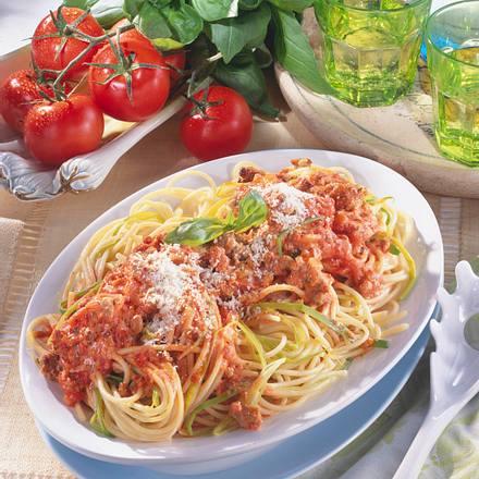 Lauch-Spaghetti mit Tomaten-Hack-Sahne Rezept