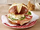 Laugen-Leberkäse-Burger Rezept