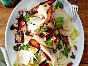 Lauwarmer Gemüsesalat mit Knusper-Nüssen Rezept