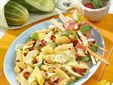 Lauwarmer Nudelsalat mit Schmorgurken und Parmaschinken Rezept