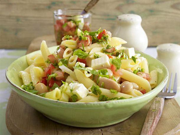 Lauwarmer Penne-Salat mit weißen Bohnen und Tomatensalsa Rezept