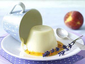 Lavendel-Panna-cotta mit Pfirsichpüree Rezept