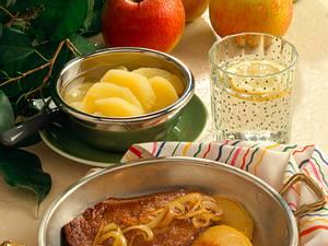 Leber mit Äpfeln und Zwiebeln Rezept