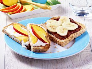 Leichte Frühstücks-Toasts mit Obst Rezept