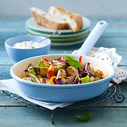 Leichte Hähnchen-Gemüse-Pfanne mit Basilikumquark Rezept