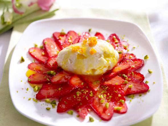 Leichte Orangenmousse auf Erdbeer-Carpaccio Rezept