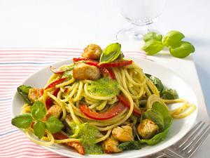 Leichtes Basilikum-Pesto zu Nudeln Rezept