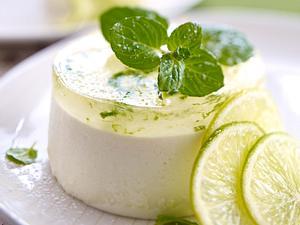 Limetten-Joghurtcreme mit Minz-Apfelgelee Rezept