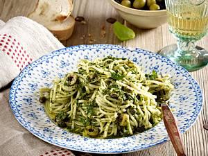 Linguine mit Oliven-Petersilien-Salsa Rezept