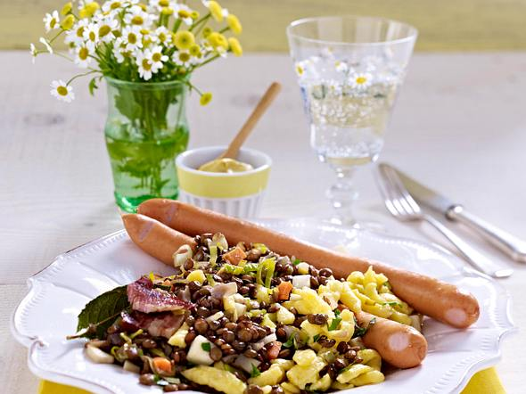 Linsen mit Spätzle und Würstchen Rezept